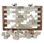 BIRDY WALL - location jeu en bois - NB DE JOUEURS : 2-4  - PRINCIPE : Chaque joueur à leur tour retire une brique, le perdant est celui qui fait tomber un des oiseaux -  DIMENSION : 49,5 x 35 cm