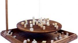 EU BOMBOLEO location jeu en bois location 91-75-94-78 - NB DE JOUEURS : 2 et + - PRINCIPE : Jeu d'adresse où il faut assurer une bonne stabilité pour ne pas tout faire tomber - DIMENSION : 51 x 51 x 46 cm
