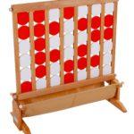 PUISSANCE IV  - Location jeux en bois - NB DE JOUEURS : 2 ou deux équipes  - PRINCIPE : Chaque joueur pose un palet à tour de rôle entre les cloisons. Le Gagnant est celui qui parvient aligner 4 palets horizontalement, verticalement ou diagonalement. - DIMENSION : 90 x 95 cm
